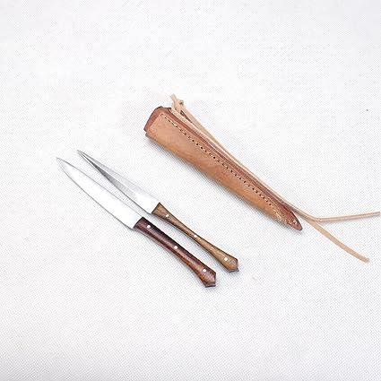 La edad media cubiertos cuchillo y punzón con diseño de piel en dos mango de madera