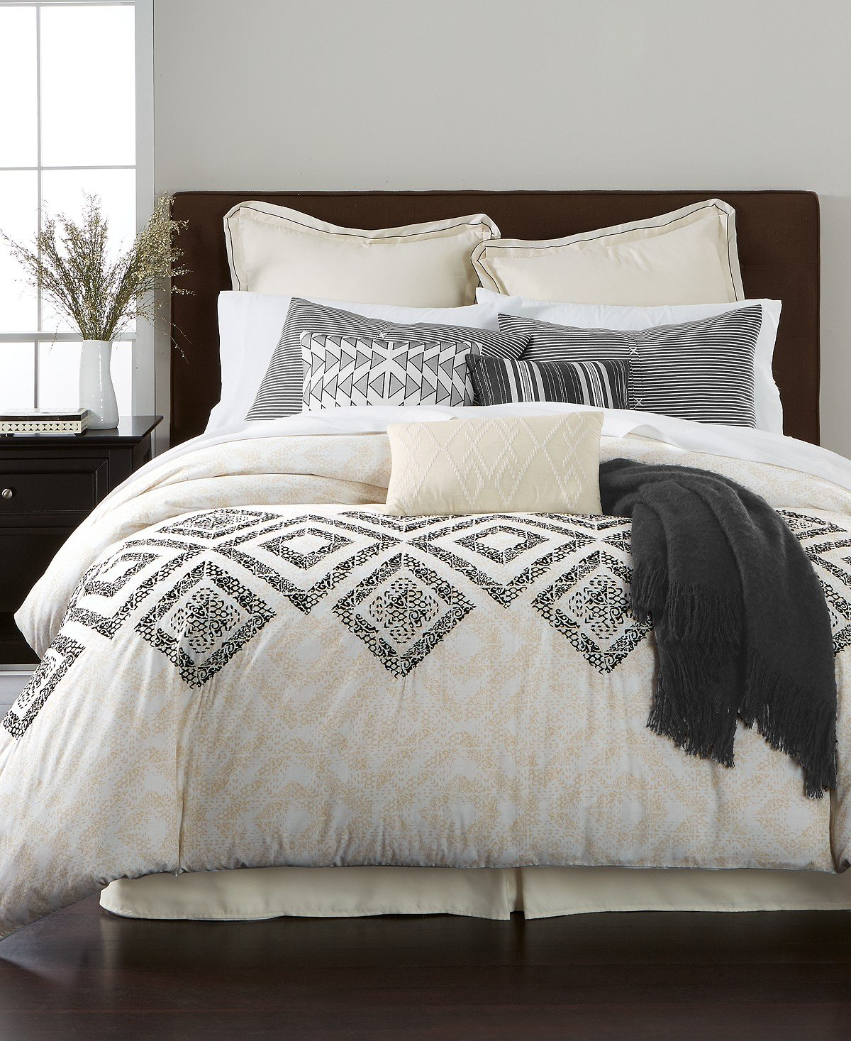 34e3734707 Amazon.com: Martha Stewart Rough Diamond 10-Piece QUEEN Comforter Set White  Black: Home & Kitchen