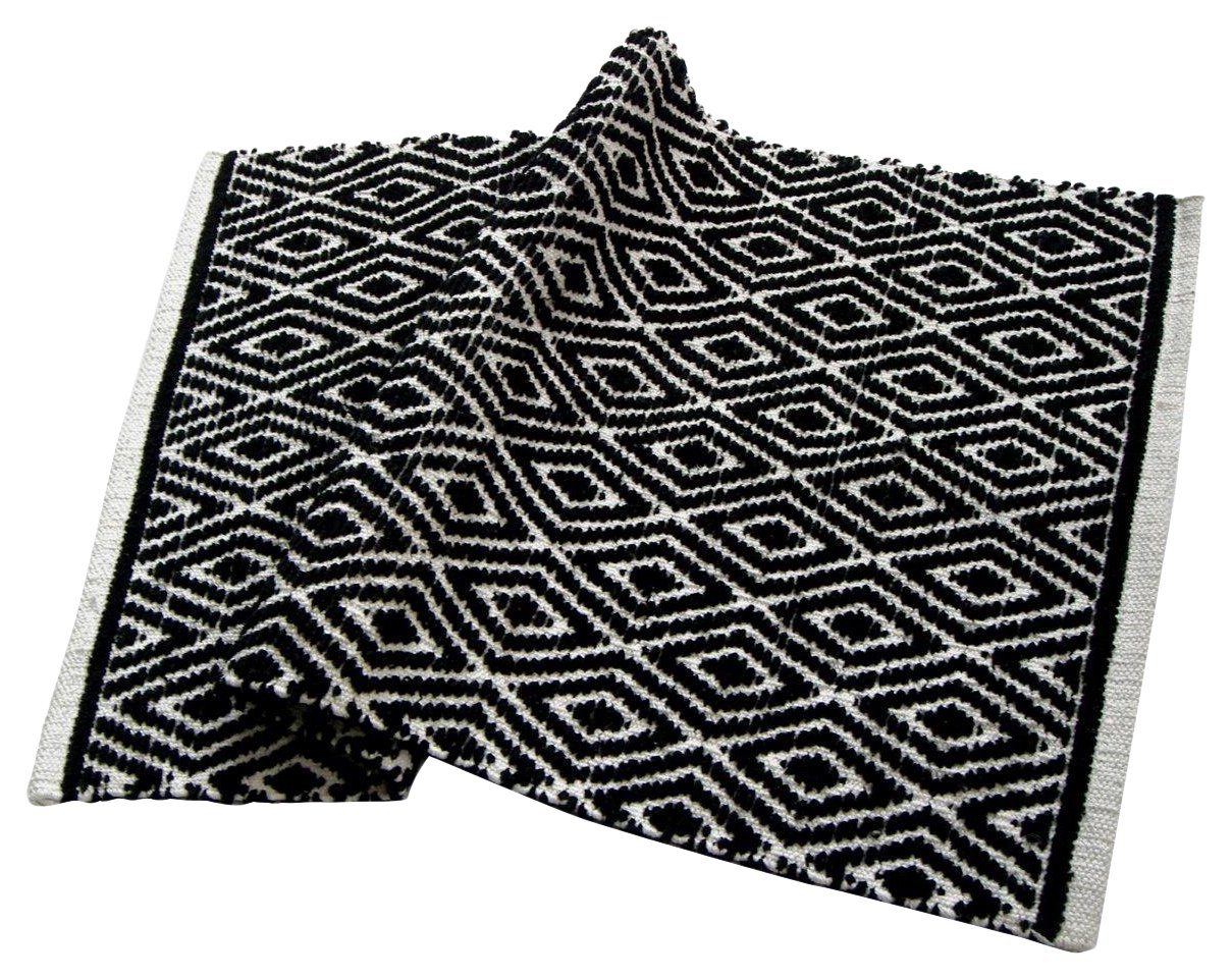 Chardin home 100% cotton Diamond Rug Fully reversible - Mat size 21''x34'', Machine washable, Black & White - Perfect accent rug:  kitchen , bathroom , entry way etc Fully reversible for twice the wear Handwoven, 100% cotton rug measures 21''x34'' - living-room-soft-furnishings, living-room, area-rugs - 81L NzvFBeL -