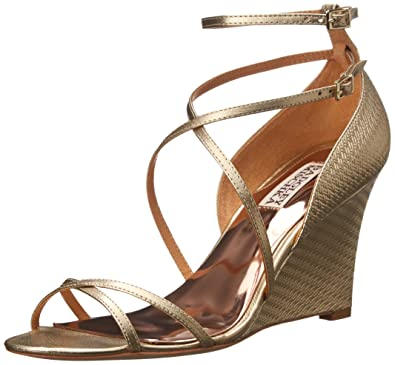 8fbab3cc3088 Amazon.com  Badgley Mischka Women s Melaney II Wedge Sandal  Shoes