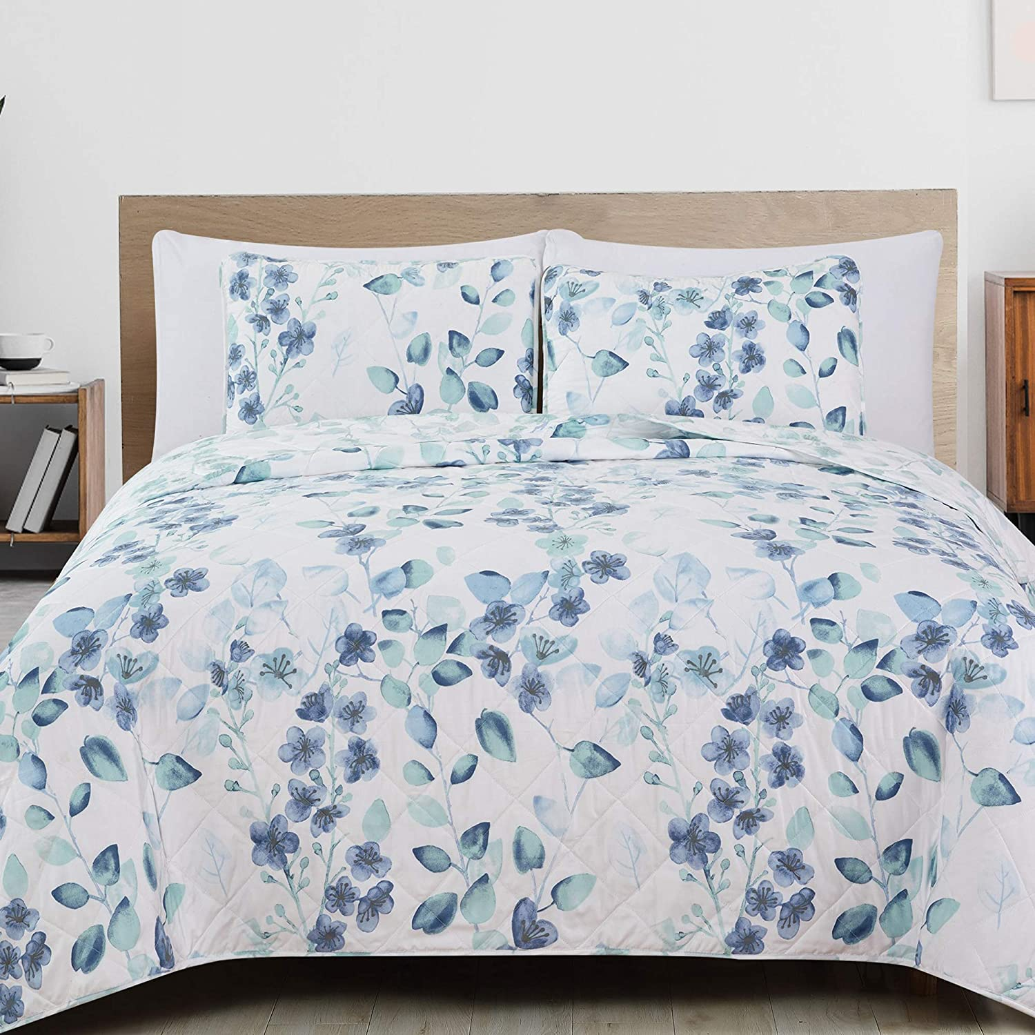 3-Piece Reversible Quilt Set with Shams. All-Season Microfiber Bedspread with Floral Print Pattern. Miranda Collection (King)