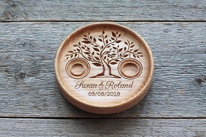 Ringschale Aus Holz Mit Gravierten Namen Und Datum Ringkissen