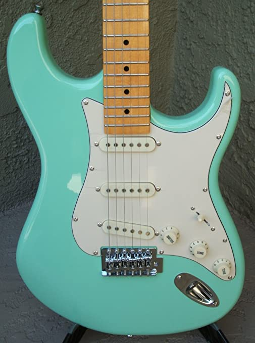 Amazon.com: Tagima TG-530 Woodstock Series Strat Style Electric Guitar (Surf Green): Musical Instruments