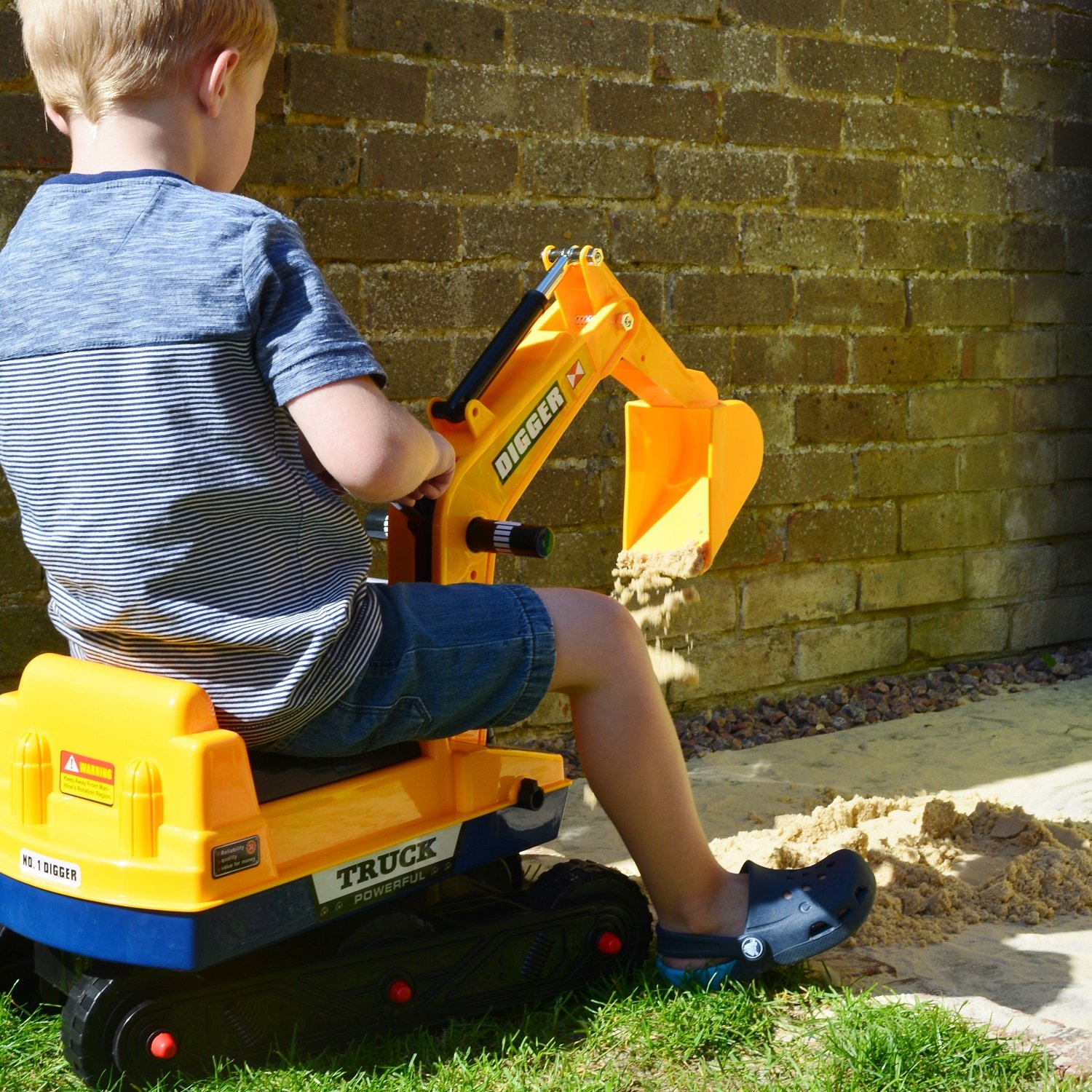 KStarz-Toys Large Childrens Ride-on Digger 2-6years old Digger and Grabber! Rotating Digger with Hat