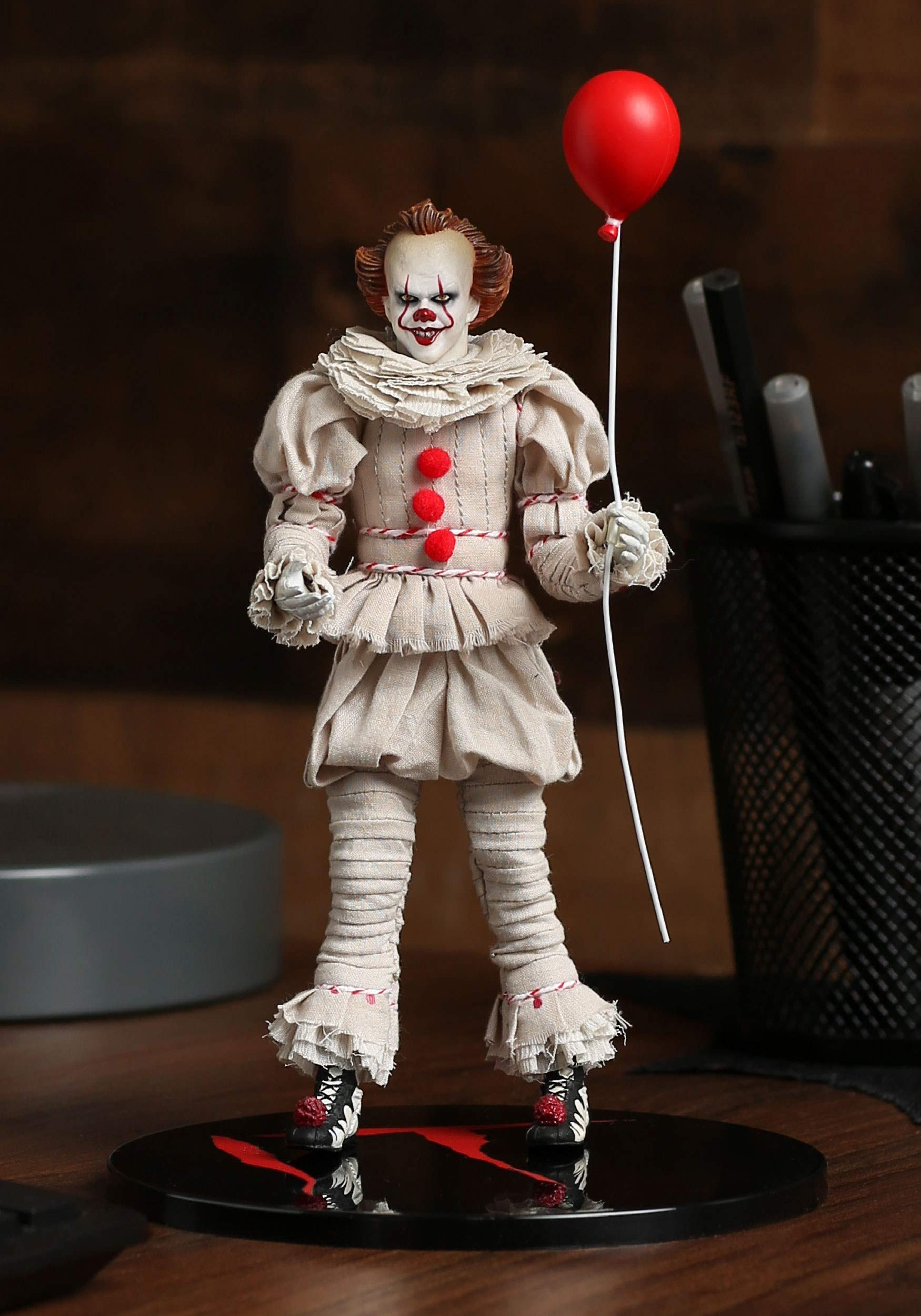 Mezco One:12 Collective IT Movie (2017) Pennywise Action Figure