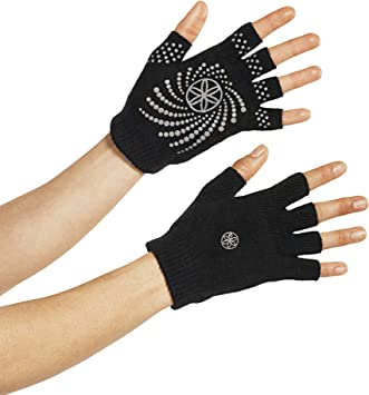 Amazon.com: Guantes para yoga Gaiam (el estampado con puntos ...