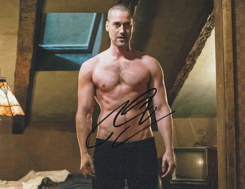 Photo Ryan Eggold Autograph Signed 8 x 10