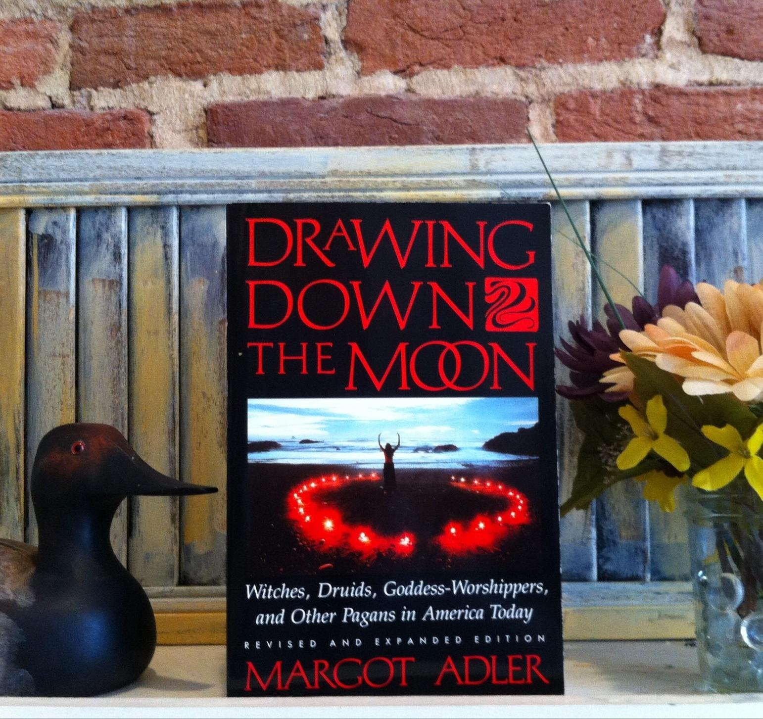 Drawing Down the Moon : Witches, Druids, Goddess-Worshippers, and Other Pagans in America Today, Adler, Margot