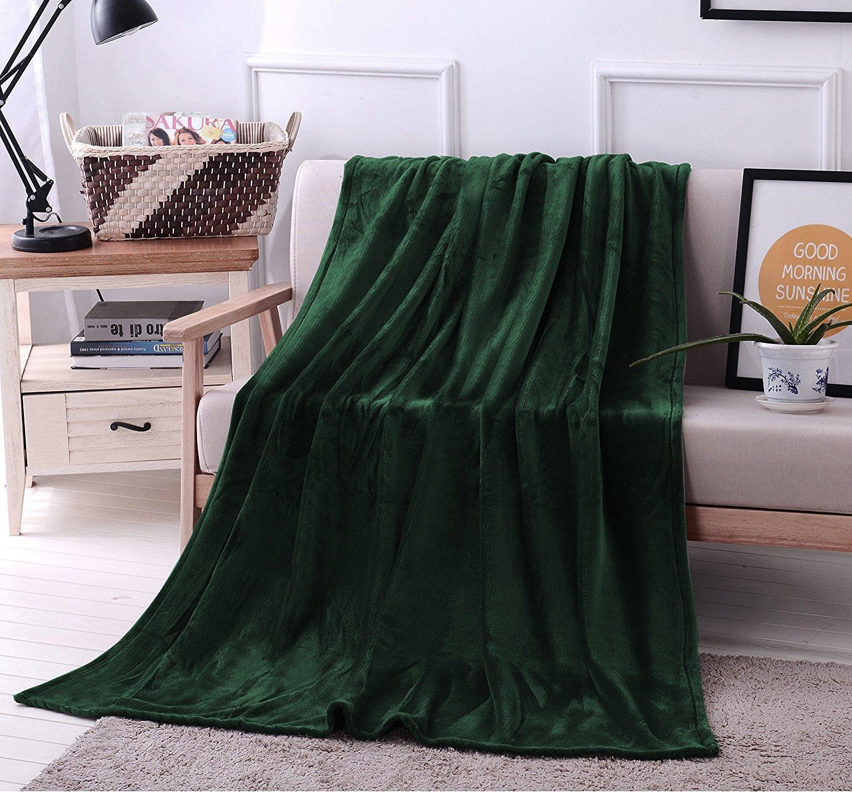 Exclusivo Mezcla Luxury Flannel Velvet Plush Throw Blanket – 50'' x 70'' (Forest Green)