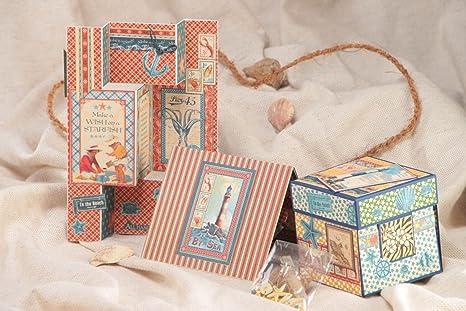 Tarjetas de felicitacion tridimensionales y una caja decorada hechas a mano