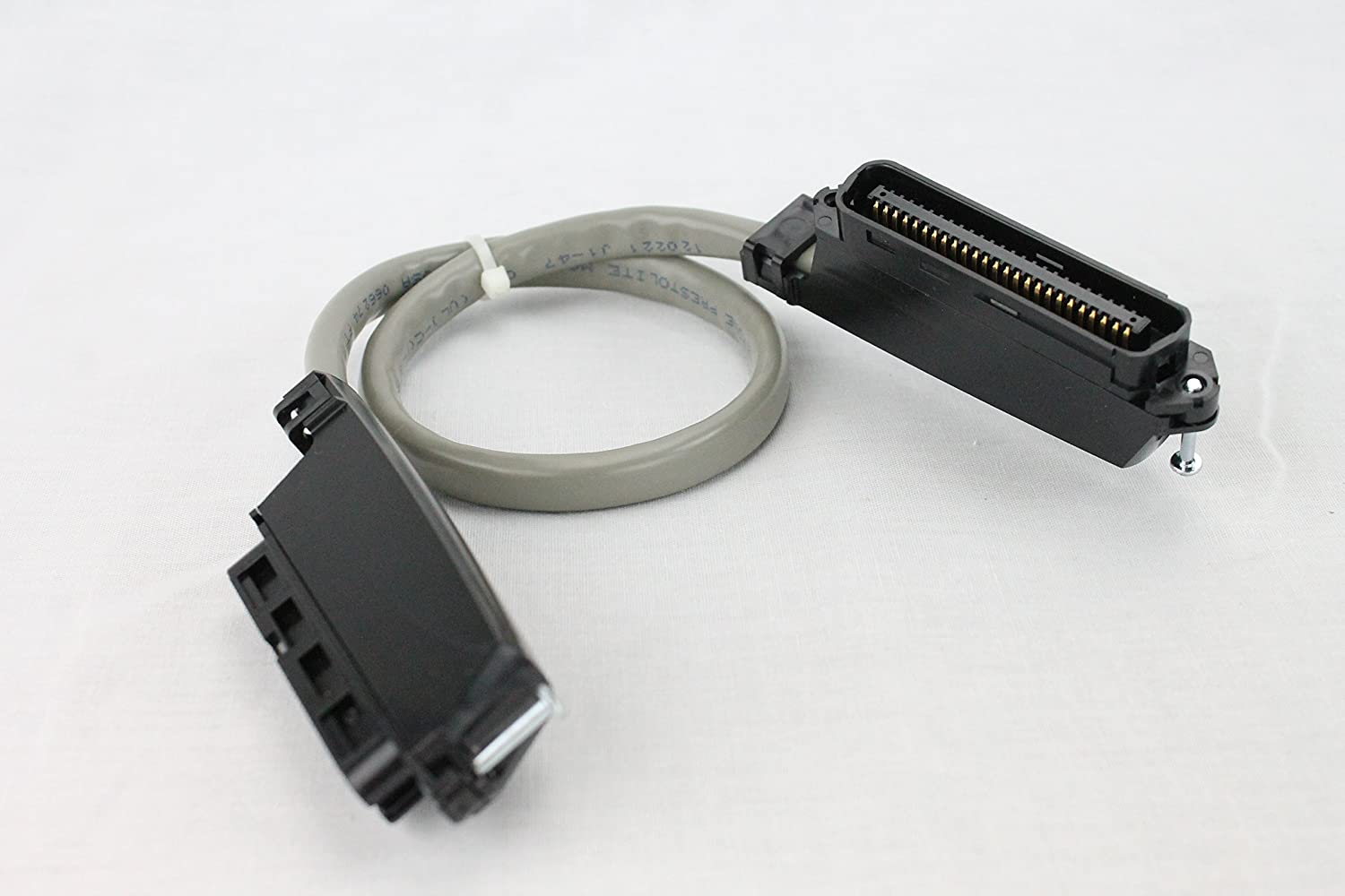 Shielded Male//Male Gray 2.5 Amphenol CS-DSSMDB25MM-002.5 25-Pin DB25 D-Sub Cable