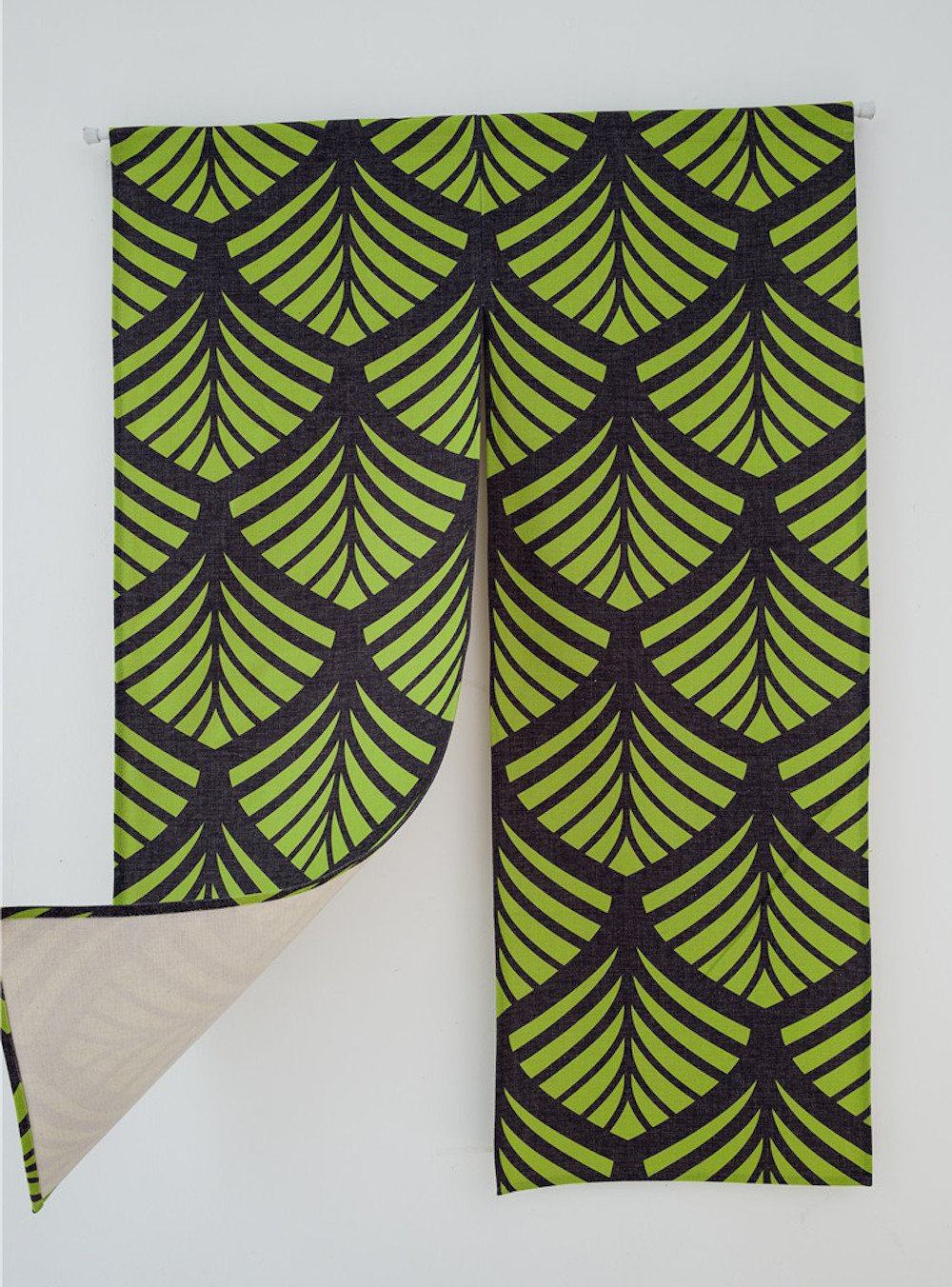 KARUILU home Japanese Noren Doorway Curtain Tapestry 33.5'' Width x 47.2'' Long (Green Ginkgo Pattern)
