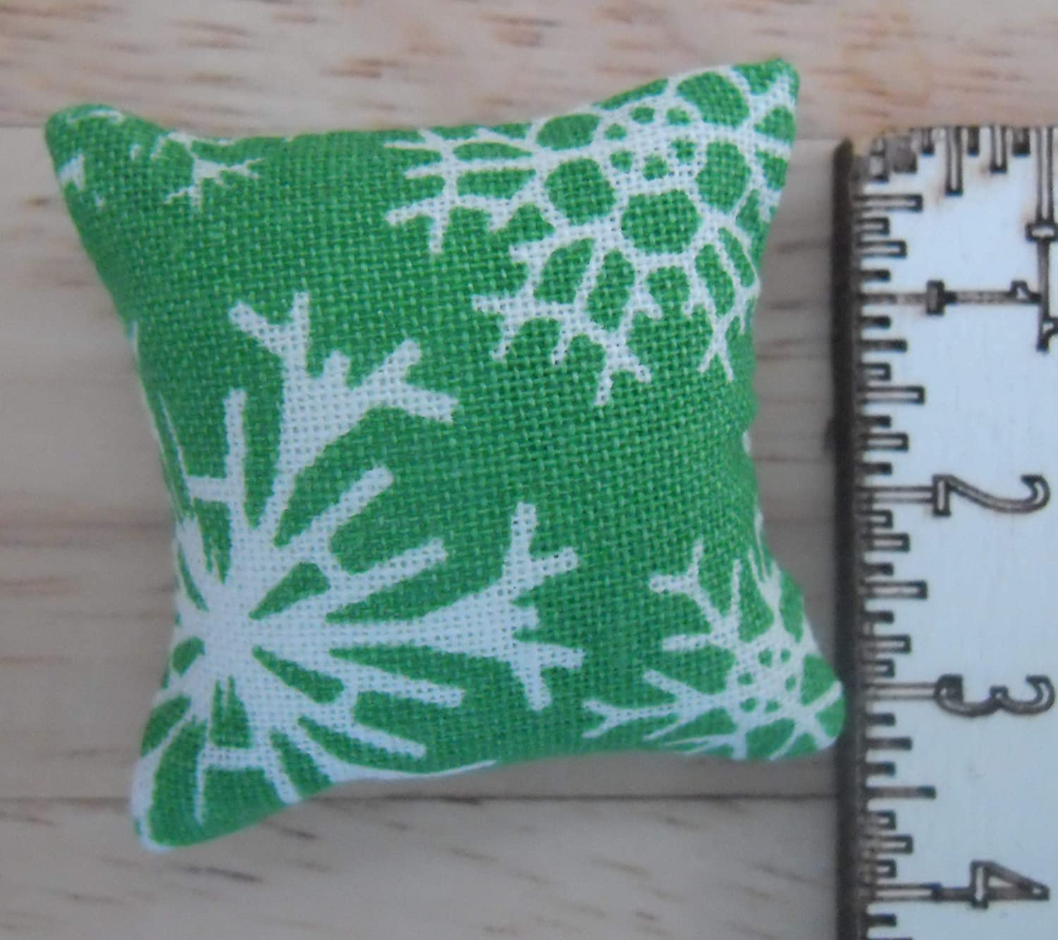 1//12th Scale Dolls House Printed Fabric Christmas Cushions Snow Flakes Design in Green /& White