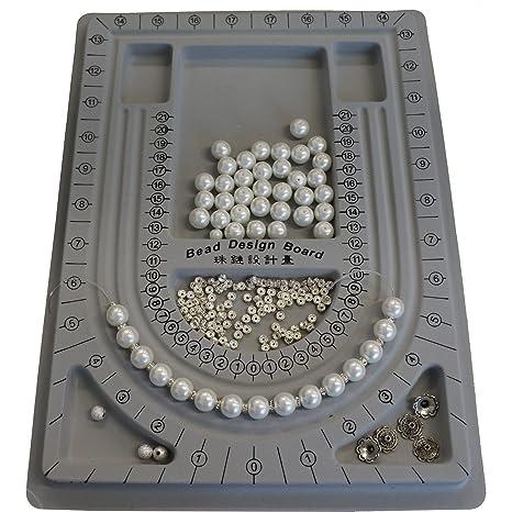 a41cead95862 Diseño de las tablas de cortar tienen de cuentas de plástico para  fabricación de joyería DIY