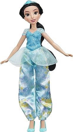 La muñeca lleva un vestido brillante de su color característico,El vestido tiene un precioso diseño
