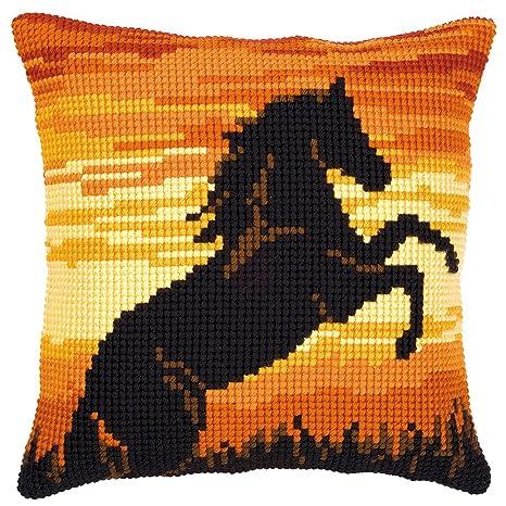 Amazon.com: Stallion en Silueta Cojín Kit de punto de cruz ...