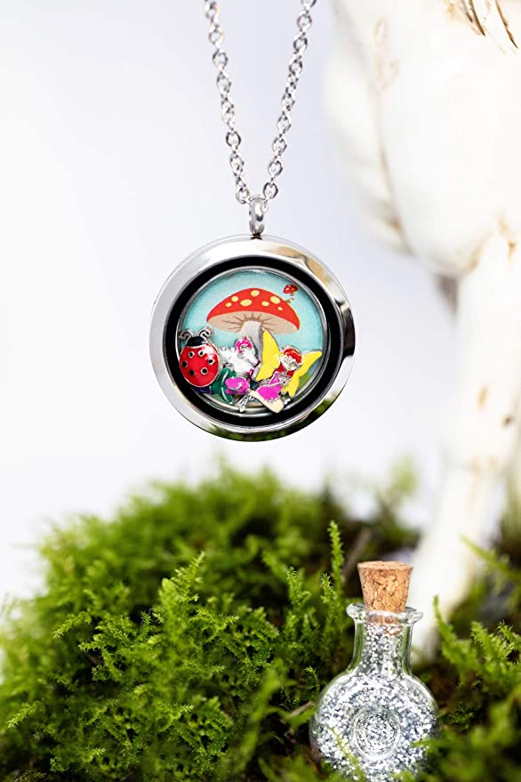 Fulfil every little girl/'s dream lady bug /& bird floating charms set in front of a mushroom house. Includes a fairy Fairy Garden Gift Locket including 5 magical enamelled charms flower unicorn