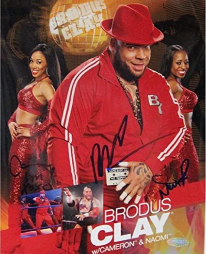 brodus clay w ladies signed 8x10 photo signed in blue at amazon s