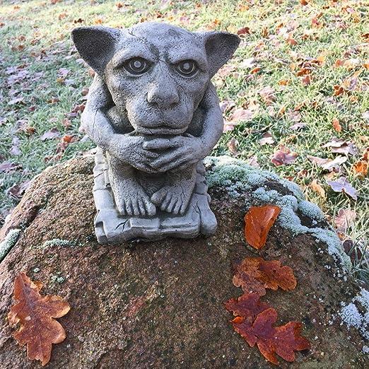 Antikas - estatua de piedra