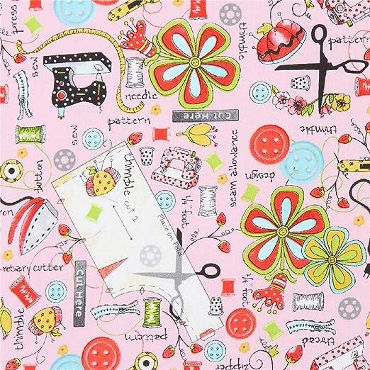tela de algodón rosa con máquinas de coser, cinta métrica ...