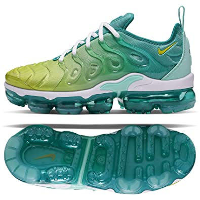 super popular a7b1c 576be Amazon.com | Nike Women's Air Vapormax Plus | Road Running