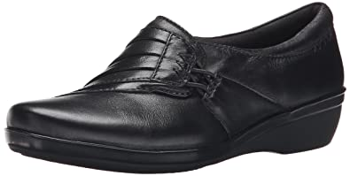 CLARKS Women's Everlay Iris Flat, Black Leather, ...
