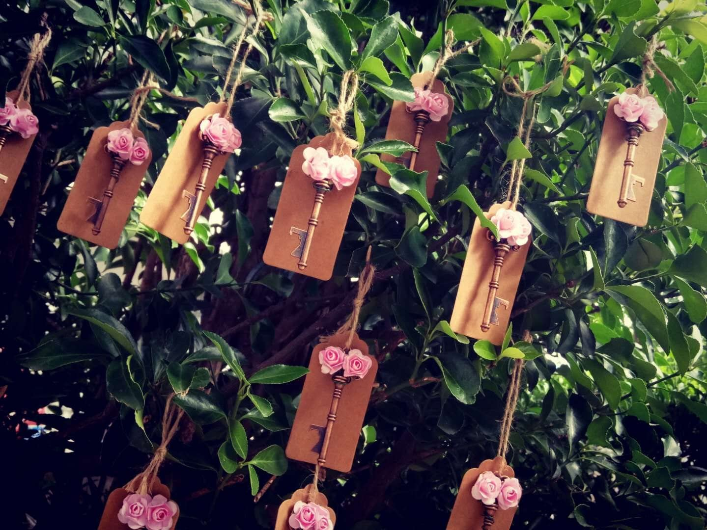 Gold pink Wedding Favors Bottle Opener Wedding Favors for Guests Roses and Twine 50 Pcs Rustic Vintage Key Bottle Opener with Escort Card Tag