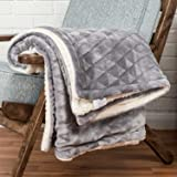 Light Grey Velvet Throw Geometric Triangle Soft Touch Plush Blanket Sherpa Throw for Bed or Sofa - 130 x 160cm