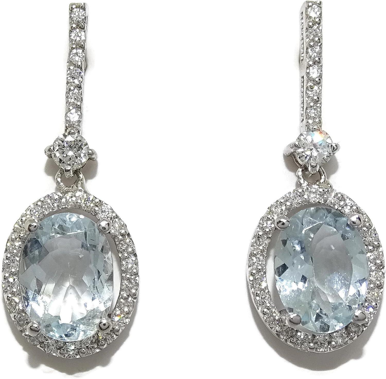 Impresionantes pendientes con 0.40cts de diamantes talla brillante y 2 aguas marinas finas talla oval de 8x6mm y 2.52cts montadas en oro blanco de 18kts con cierre presión.