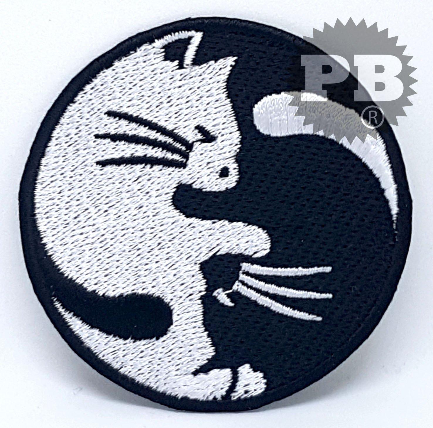#2065 yin yang kitty cats sew/Iron On Patch 2,8 across UK seller Embrologos