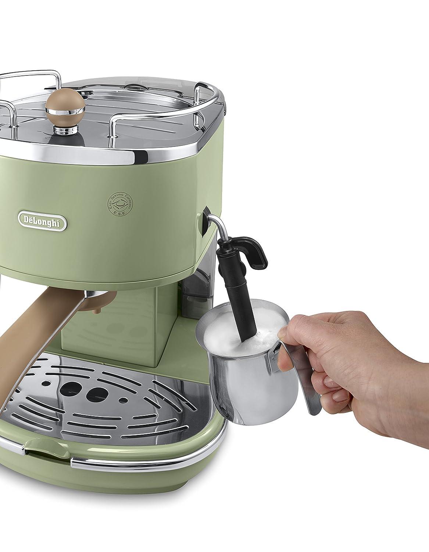 Milch schäumen mit der Espresso Siebträgermaschine bis 200 Euro De'Longhi ECOV 311 Icona Vintage