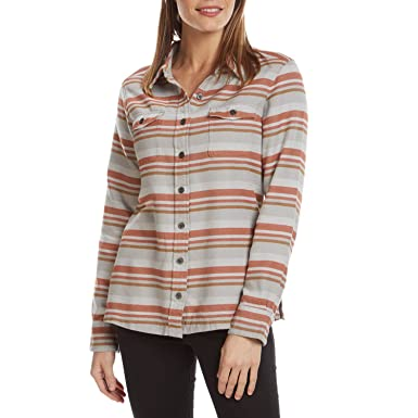 7214c4288ba Patagonia Womens Lightweight Fjord Flannel Shirt at Amazon Women s Clothing  store