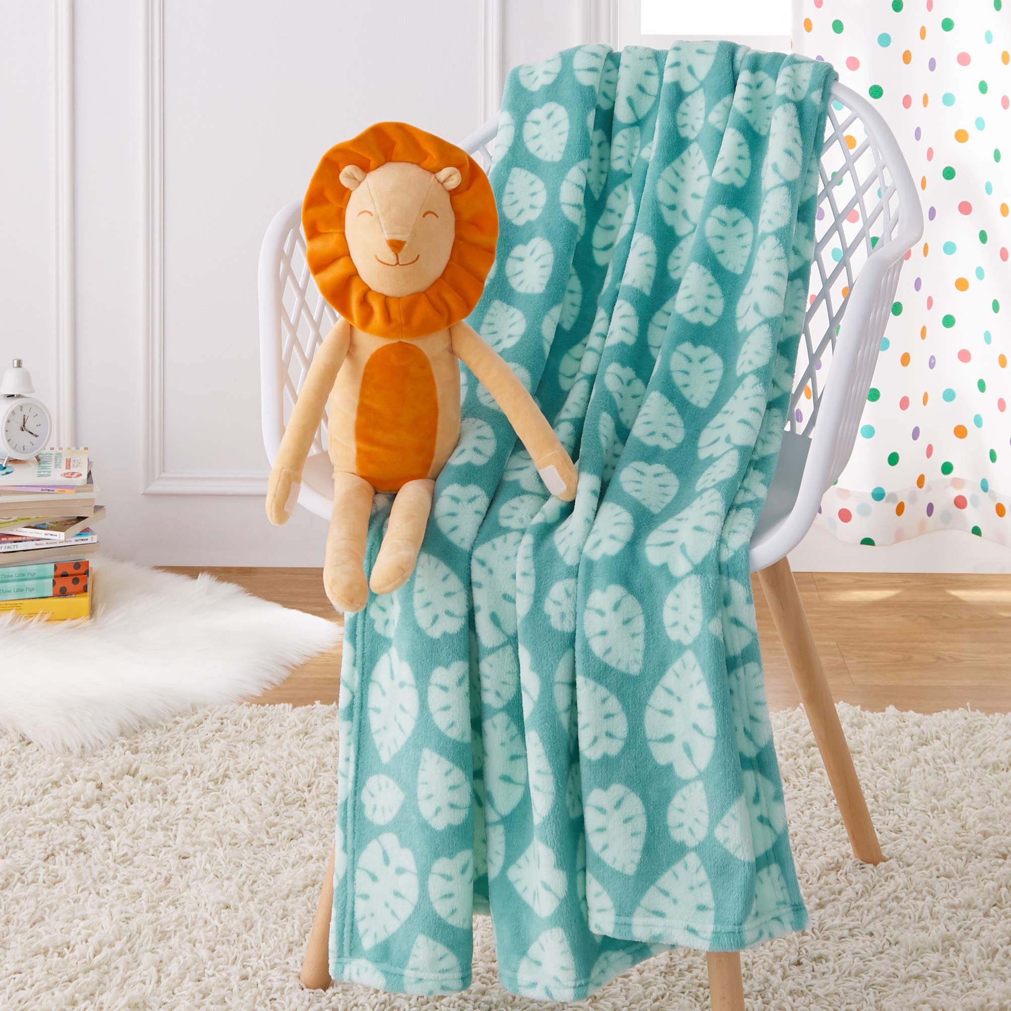 Amazon Basics Kids Laughing Lions Patterned Throw Blanket with Stuffed Animal Lion
