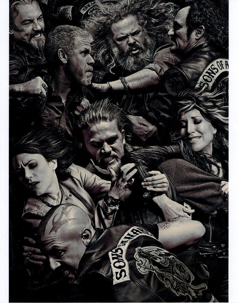 Sons of Anarchy Group Charlie Hunnam Katey Sagal Tommy Flanagan All Fighting 8 x 10 Photo