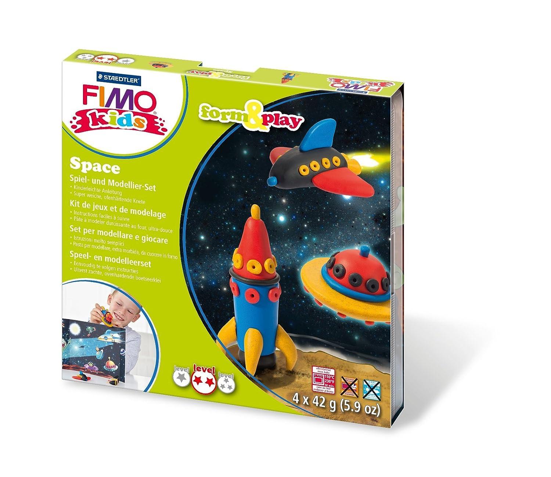 Staedtler 8034 09 LY Fimo kids form& play Set Space (superweiche, ofenhärtende Knete, kinderleichte Anleitung, wiederverschließbare Box, Set mit 4 Fimo Blöcken, 1 Modellierstab und 1 Spielkulisse) ofenhärtende Knete Set mit 4 Fimo Blöcken 8034 09 LYST