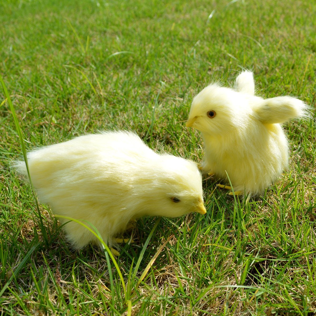 2 pcs Spring Easter Chick Decor Realistic Lifelike Yellow Baby Chick Plush Furry Animal Spring Decor Figurine Chicken Rabbit Fur Plush Animal Toy Easter Holiday Decoration (Eating + Flying)
