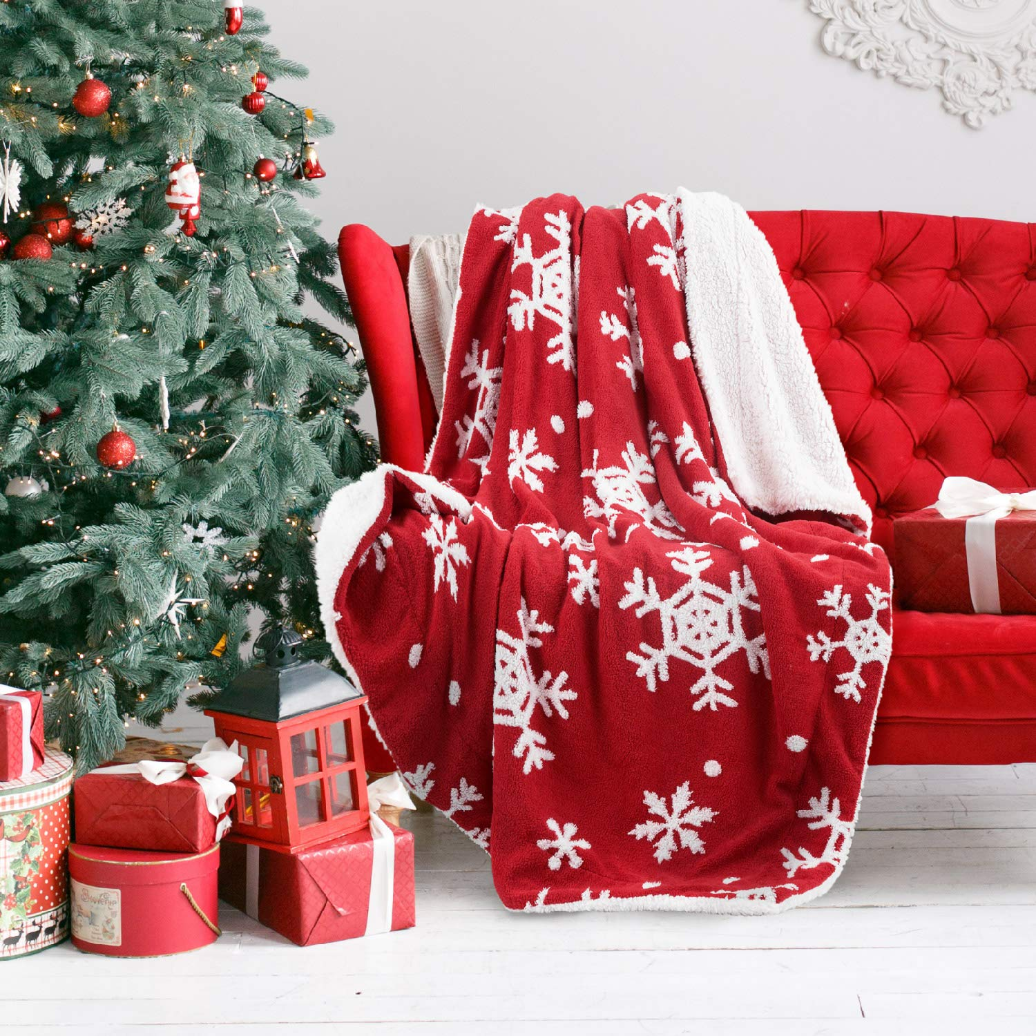 Bedsure Christmas Holiday Sherpa Fleece Throw Blanket Snowflake Red and White Fuzzy Warm Throws for Winter Bedding, Couch,Sofa and Gift 50x60 inches