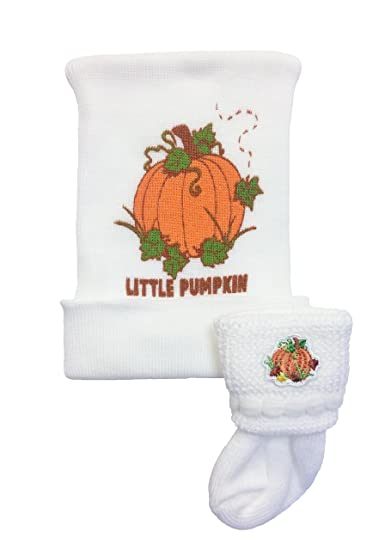 bb0d14c1e13 Amazon.com  Little Pumpkin Newborn Hospital Hat   Sock Set by Nurses ...