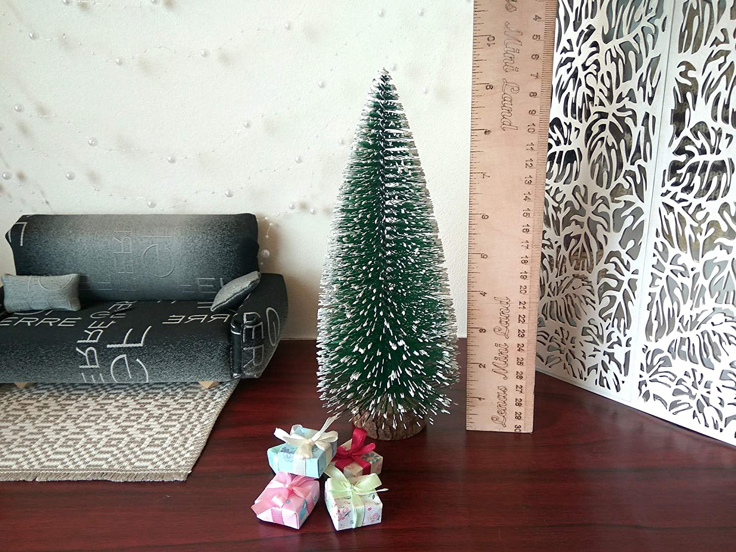 Miniature Christmas Tree with 4 Presents Dollhouse Xmas 1:6 scale Decoration