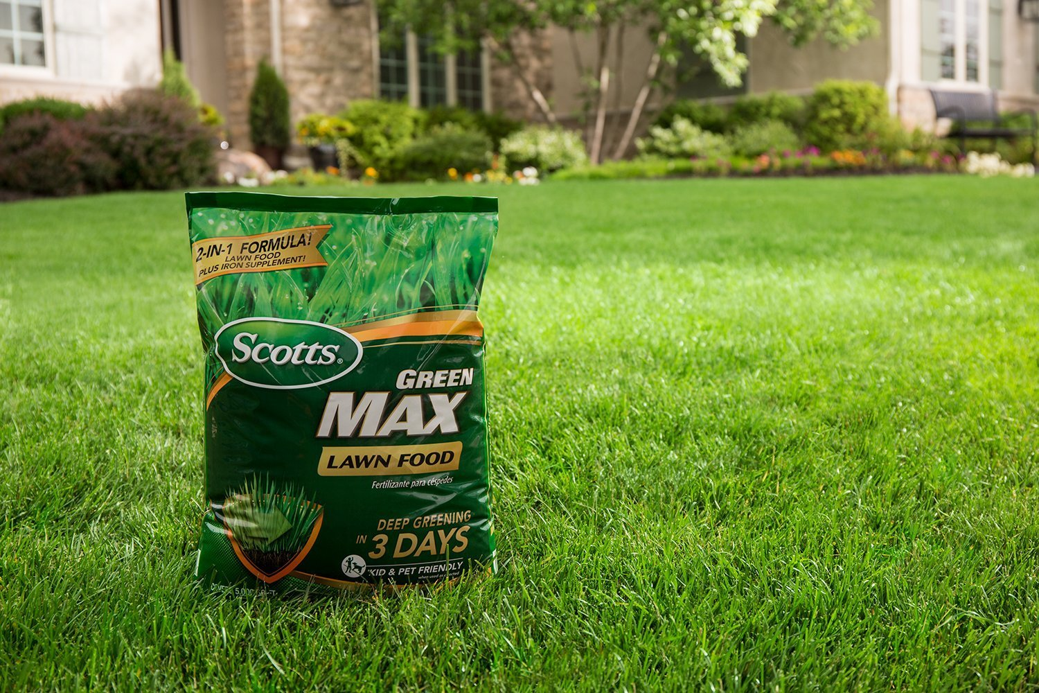Amazon.com : Scotts Green Max Lawn Food - 10 M | Lawn Fertilizer Plus Iron Supplement | Builds Thick, Green Lawns | Deep Greening in 3 Days | 44611A ...