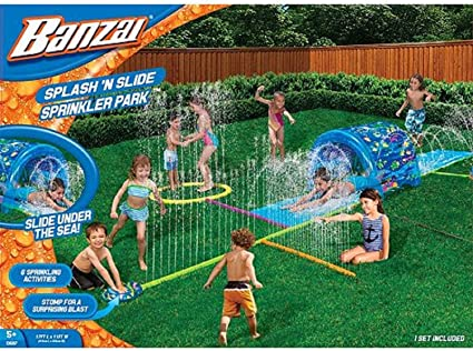 Amazon.com: Banzai Splash N Soak Spinkler Parque tobogán de ...
