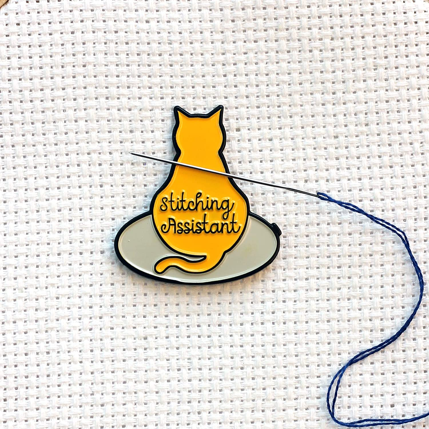 Stitching Assistant White Cat on Embroidery Hoop Enamel Needle Minder