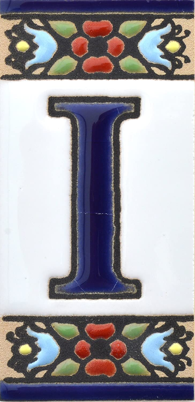 BUCHSTABENP Handgemalte Kordeltechnik fuer Schilder mit Namen Design FLORES MINI 7,3 cm x 3,5 cm Schilder mit Zahlen und Nummern auf Keramikkachel Adressen und Wegweisern