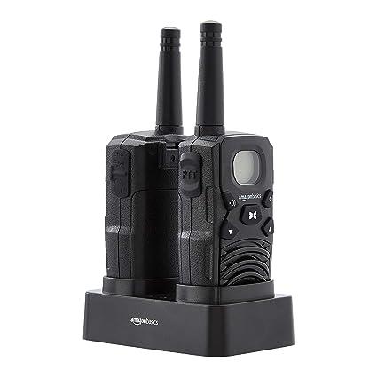 AmazonBasics - Radio Walkie Talkie bidireccional con cargador de sobremesa, baterías, conexión de larga distancia, pantalla LCD, radio FM (paquete de ...