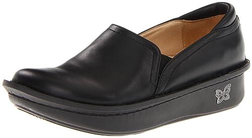 10 Best Nursing Shoes for Women 2020