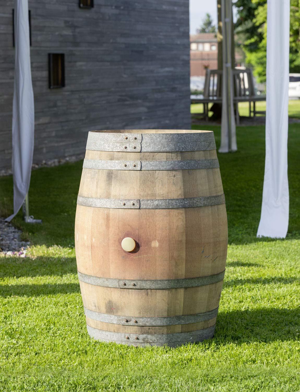 Echtes Weinfass als Regentonne