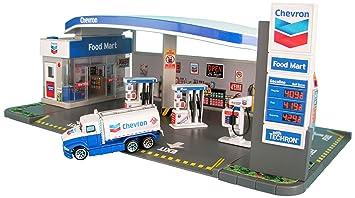 Amazon Com Daron Chevron Gas Station Playset Toys Games