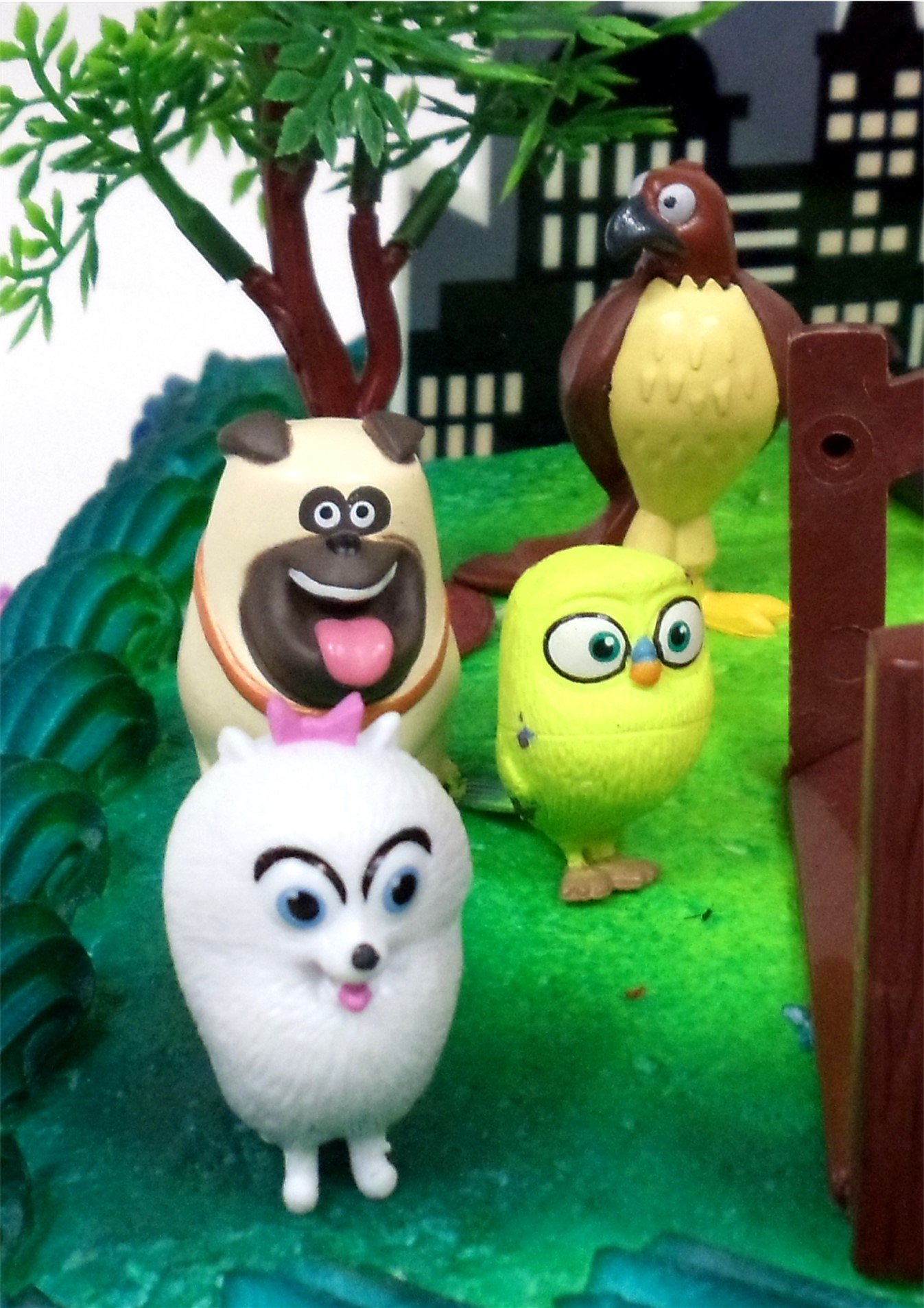 Secret Life of Pets Birthday Cake Topper Set Featuring Character Figures and Decorative Accessories by Cake Toppers (Image #3)