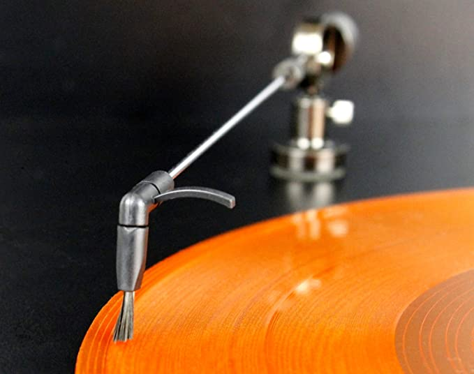 Brazo de tocadiscos para la limpieza continua de los discos de ...
