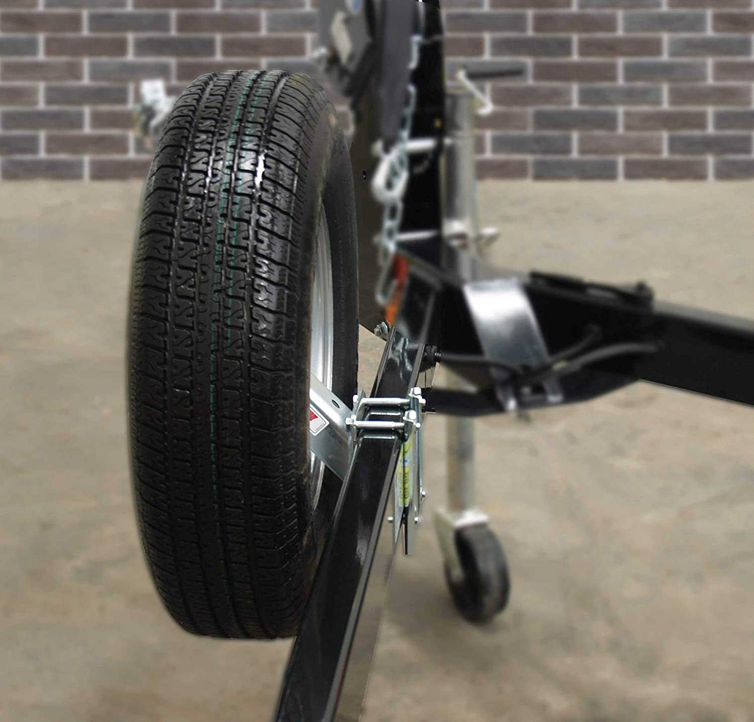 Extreme Max 3004.4553 Economy Spare Tire Carrier